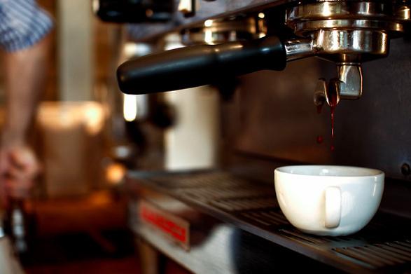 espresso-pouring
